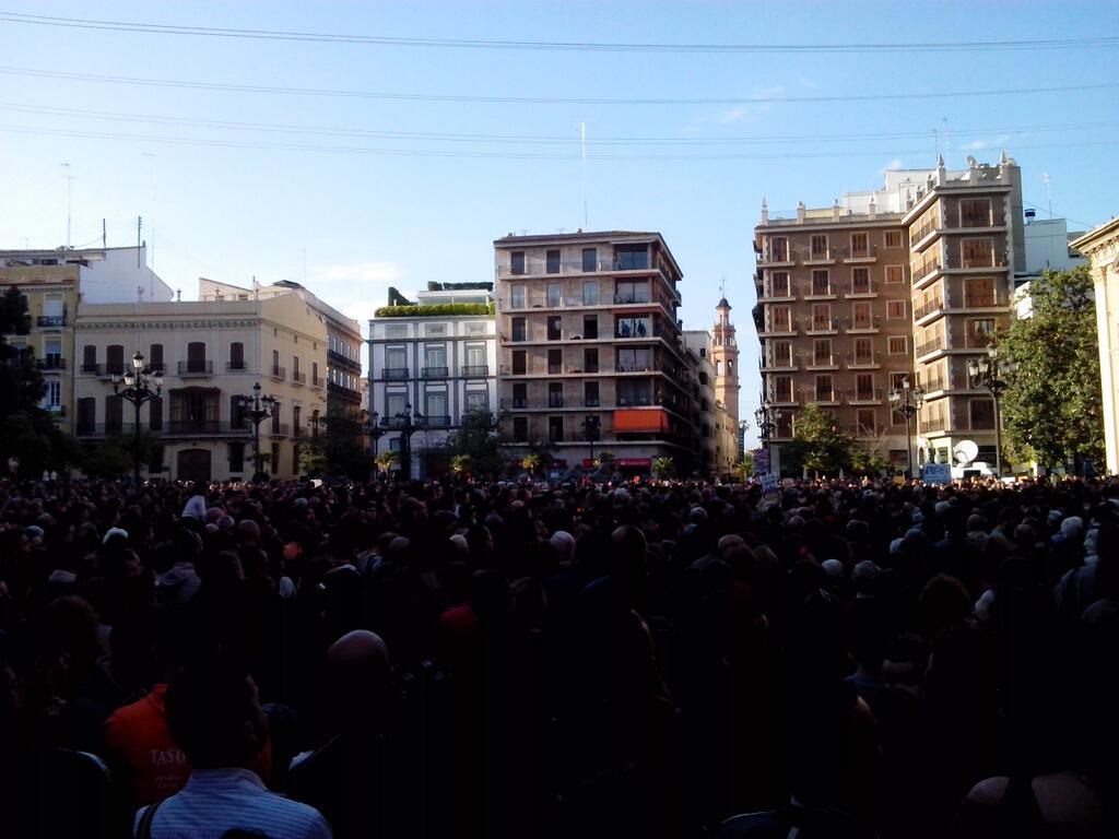 """Multitudinario apoyo a la Asociación de Víctimas del metro al grito unánime de """"Cotino Dimisión"""""""