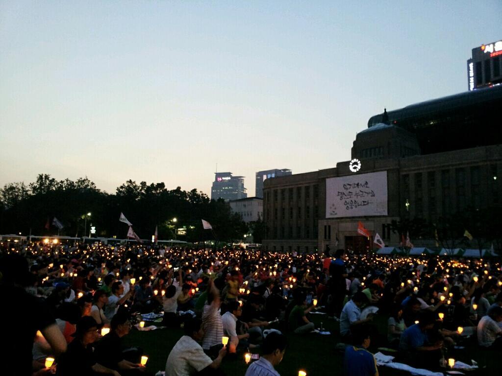 Protestas en Corea del Sur contra el fraude electoral perpetrado por el Servicio Nacional de Inteligencia