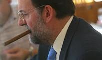 Mariano Rajoy fumando