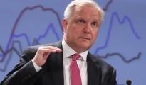 Olli Rehn aboga por bajar un 10% el sueldo medio