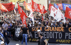 """Más de 100.000 personas se """"sublevan"""" contra la austeridad en Roma"""
