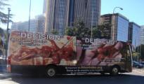 Un autobús con cruentas fotos de supuestos fetos abortados recorre las calles de Madrid