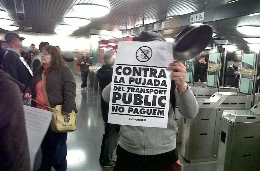 'Colada masiva' en el metro de Barcelona contra el aumento de precios