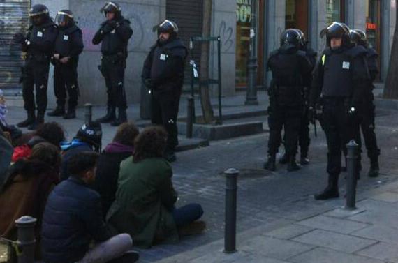 Tres detenidos en Lavapiés al intentar frenar el desahucio de un enfermo crónico