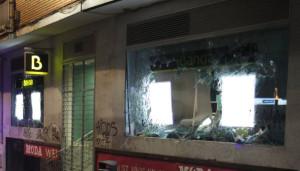 Alcorcón - Destrozos en una sucursal de Bankia