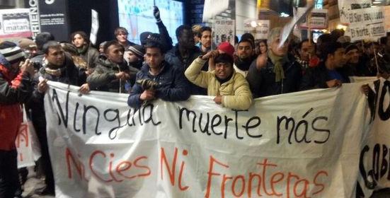 """Un millar de personas en Sol exigen el fin de las """"muertes en las fronteras"""""""