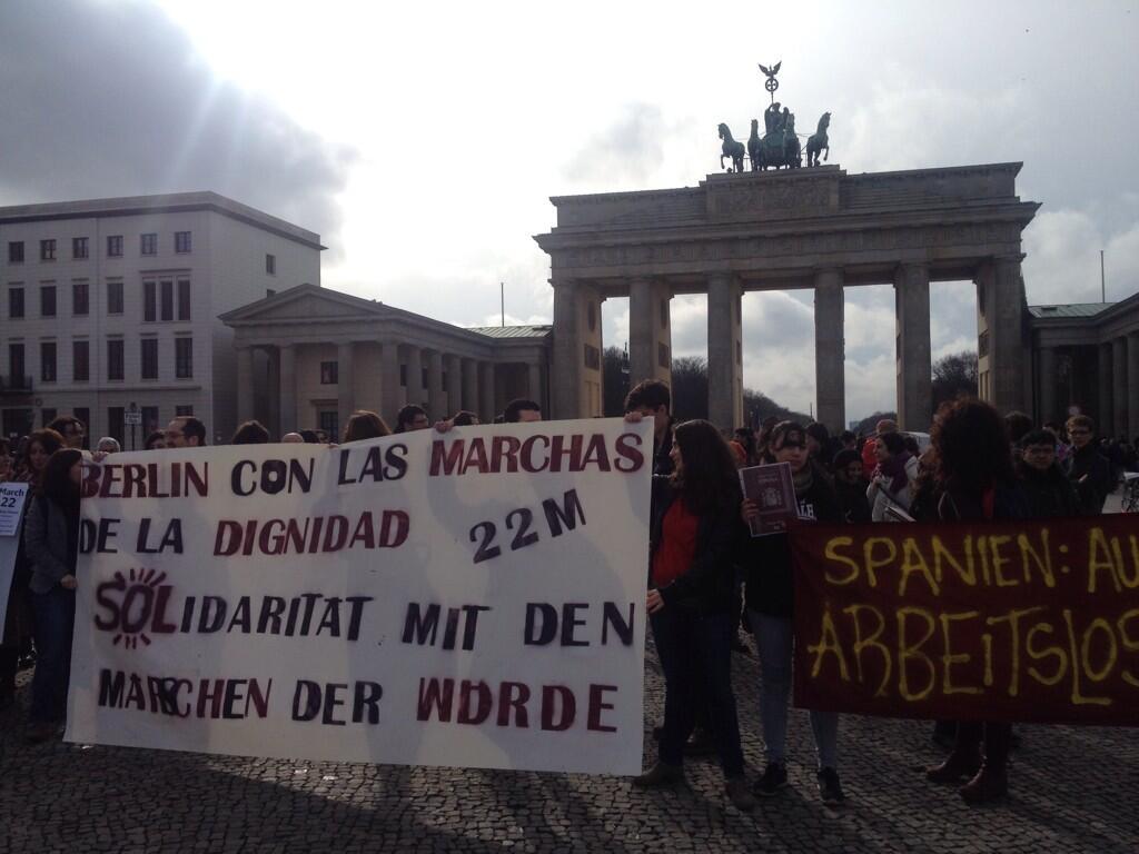 Los jóvenes expatriados pasean su 'Marcha de la Dignidad Granate' en Twitter