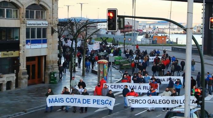 Batalla campal entre la Policía y los pescadores de Vigo que protestaban contra la Unión Europea