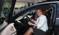 Esperanza Aguirre se da a la fuga tras atropellar a un agente que quería multarla