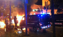 Cargas policiales en la multitudinaria concentración de Sants contra el cierre de Can Vies