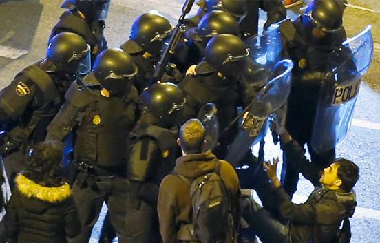 Los antidisturbios del 22M, condecorados el mismo día que vuelven a salir a la calle las Marchas de la Diginidad