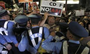 Protestas en Japón contra un cambio exprés de su Constitución pacifista