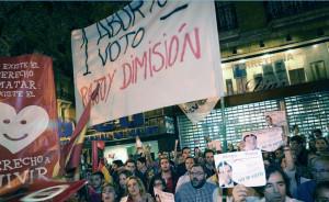 Cientos de antiabortistas se manifiestan para pedir la dimisión de Mariano Rajoy