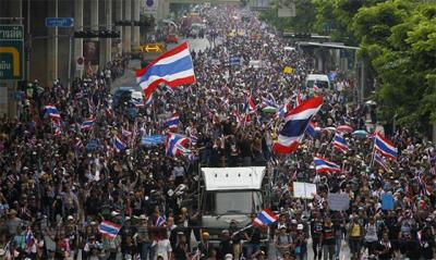 Manifestantes en Tailandia ocupan todas las televisiones del país en su lucha contra el Gobierno