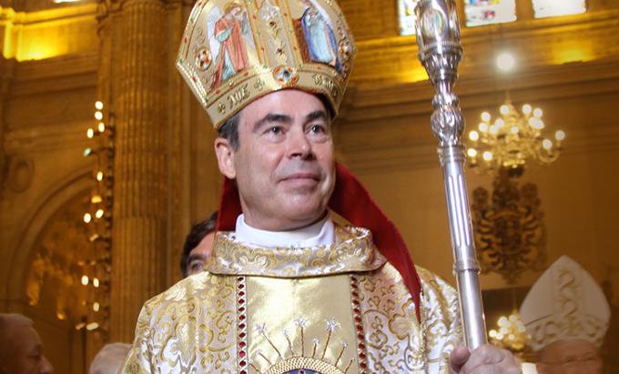 """Denunciado el obispo que asemejó el matrimonio homosexual al de """"un hombre y un perro"""""""