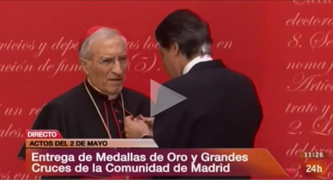 Ignacio González condecora al cardenal Rouco Varela con la Medalla de Oro de Madrid