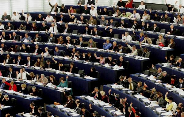La lista de eurodiputados que evaden impuestos a través de la sicav de Luxemburgo provoca la dimisión de Willy Meyer