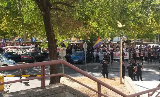Aplazado el juicio a Alfon: el joven denuncia maniobras policiales para acallar las protestas