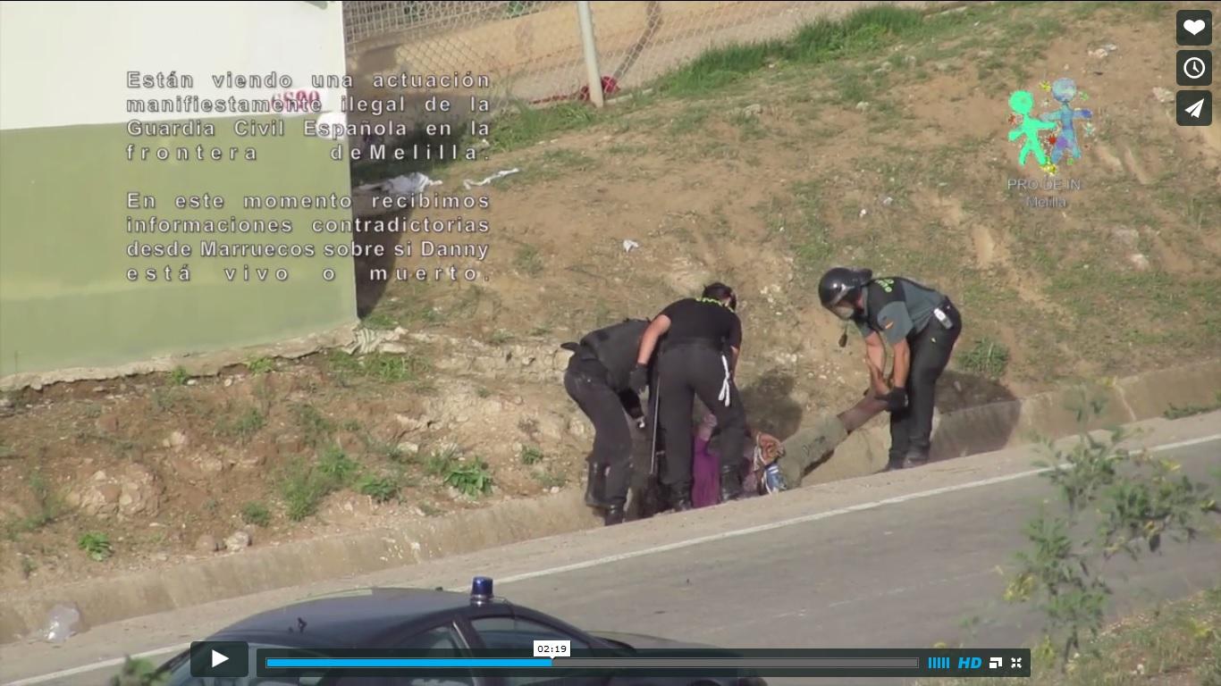 La Fiscalía investigará la paliza y devolución del camerunés apaleado en la valla de Melilla por la Guardia Civil